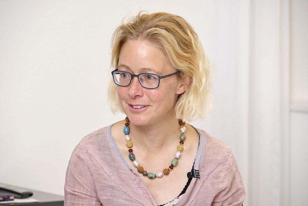 Porträt von Katja Aufdenblatten beim Interview